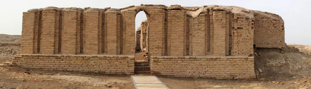 Edublamakh, il piccolo tempio all'ingresso dell'area sacra dedicata al dio Nannar. con uno dei primi archi della storia - Ur