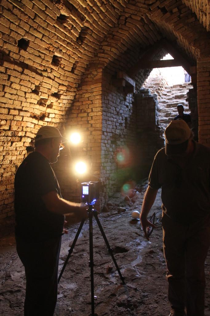 I mausolei reali della 3a dinastia di Ur illuminati per effettuare il laser scanner (3)