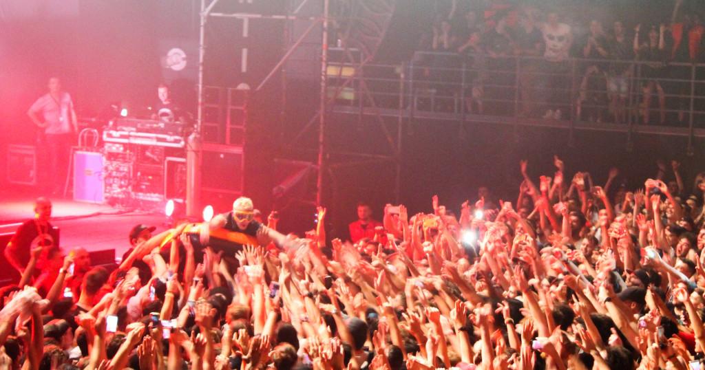 Salmo e il crowd surfing con il canotto // Ph. IL MURO